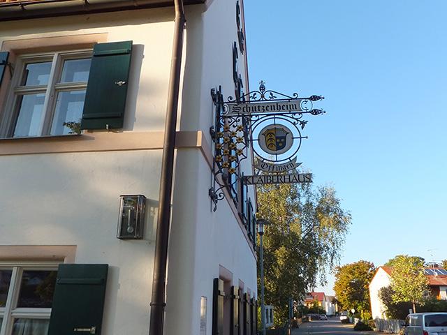Schild mit Hinweis auf Schützenheim und Wappen von Offingen
